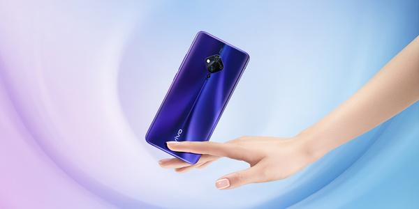 Vivo展示了世界上第一款内置指纹扫描仪的手机