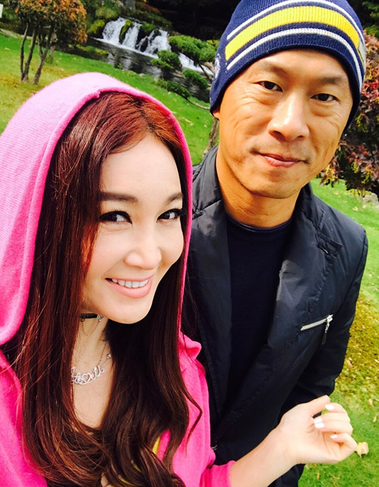 温碧霞夫妇假日享受二人世界 感情升温甜蜜十足