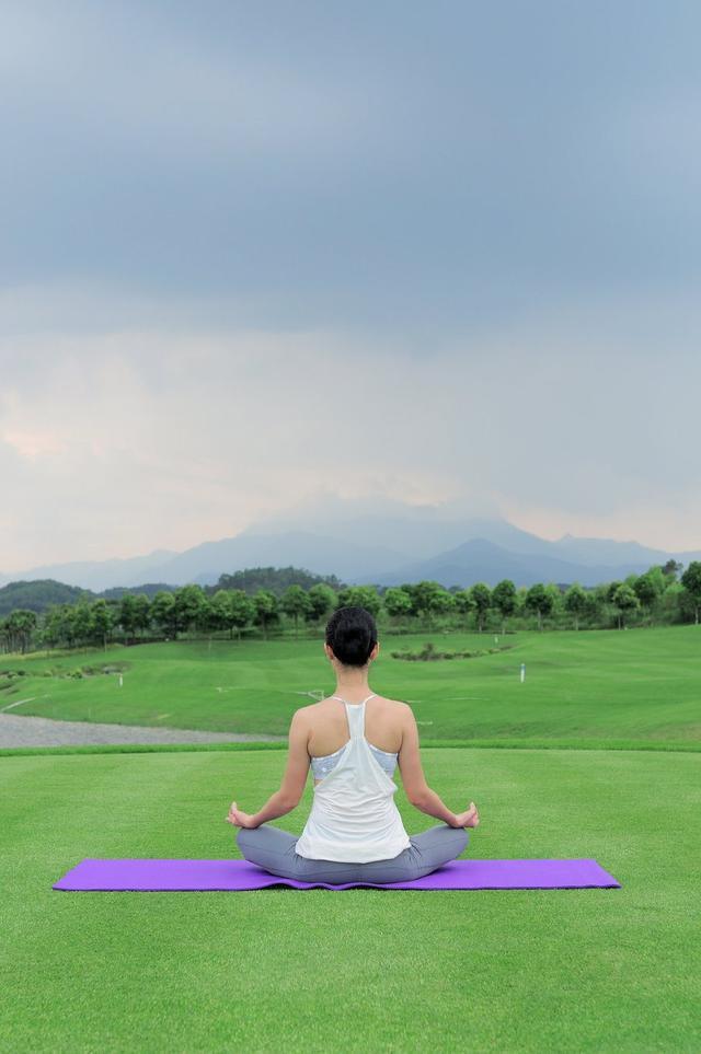 """医生揭秘:""""瑜伽病""""正在危害不少女性的身体-轻博客"""