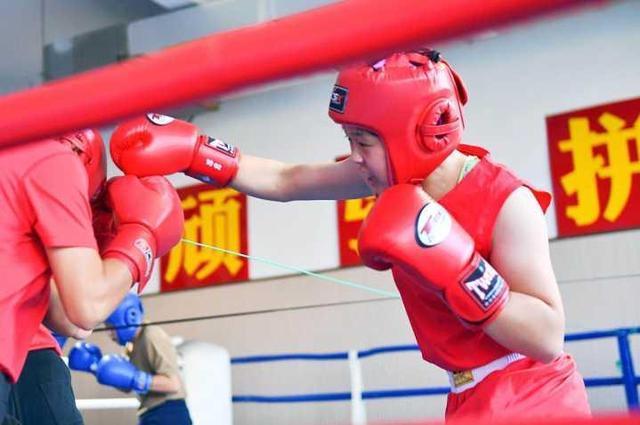 """杭州14岁少女成""""拳王"""" 她付出的酣睡远超想象"""