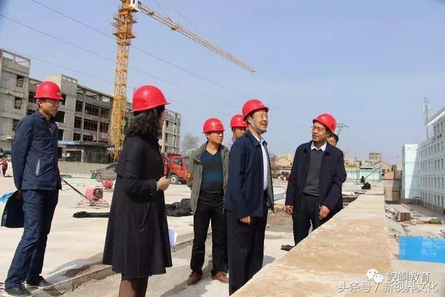 平凉市教育局局长调研崆峒区实验小学教学楼及附属工程建设情况