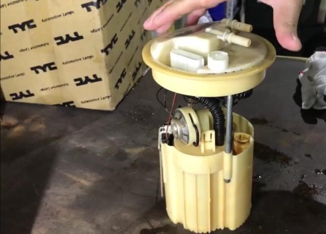 油箱灯亮起了以后,会损坏油泵吗,听专家怎么说