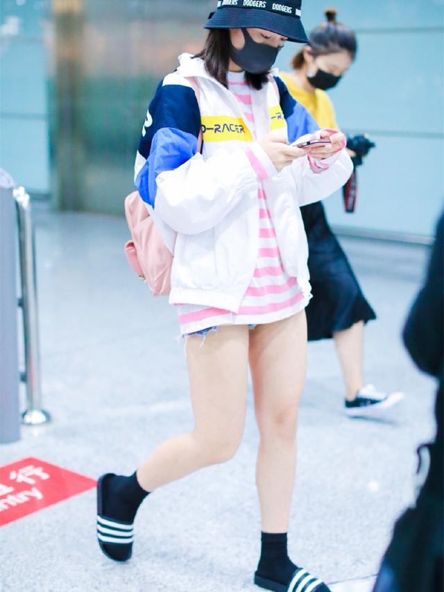 段奧娟穿樂華七子同款拖鞋走機場,火箭少女們的新時尚你見過嗎?