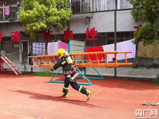 【追梦火焰蓝】记者手记:熟悉的陌生人 消防员的AB面