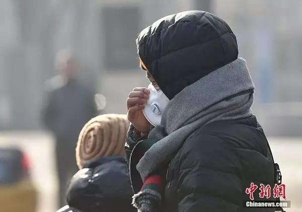 重度霾扩至12省市 中东部将迎雨雪