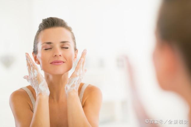 睡觉前是女人护肤黄金期,夜间护肤不能忘,正确护肤要掌握这4步
