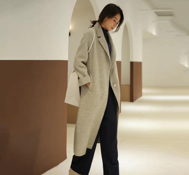 毛衣搭配靴子才時髦,小白鞋早過時瞭,這幾種搭配才美才夠潮!