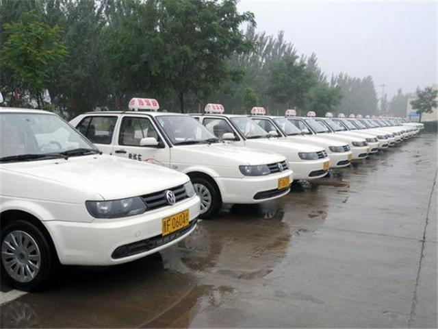 上海驾校青一色奔驰教练车