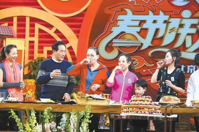 《我爱我家》主创人员亮相北京春晚,宋丹丹眼含热泪感谢英达