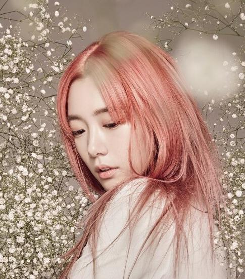 Clara李成敏红色染发发型图片 在使徒行者中很