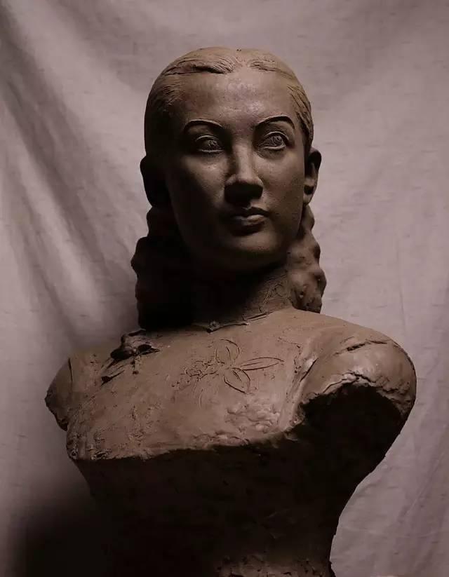 周旋铸铜人物肖像雕塑