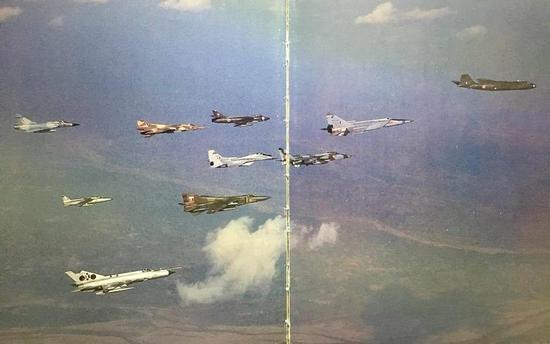 印度空军竟这样显摆:1个编队10型战机 产自4个国家