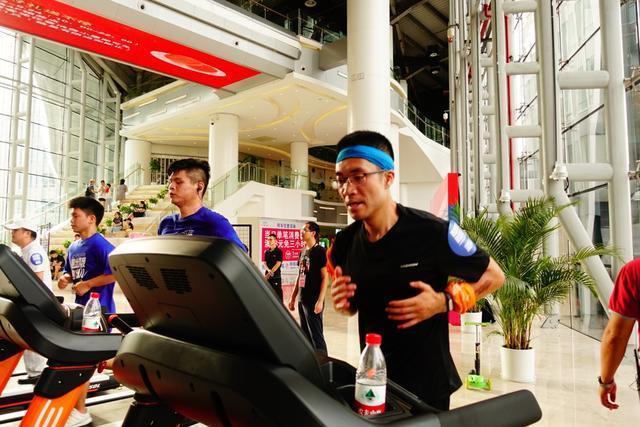 解锁全民健身新姿势:上海杨浦刮起室内炫跑新