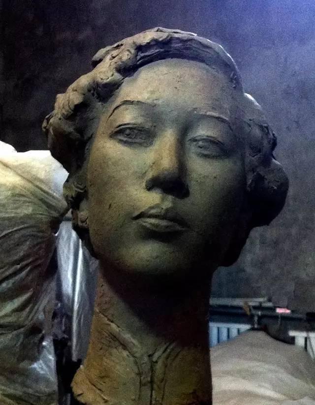 张爱玲铸铜人物肖像雕塑