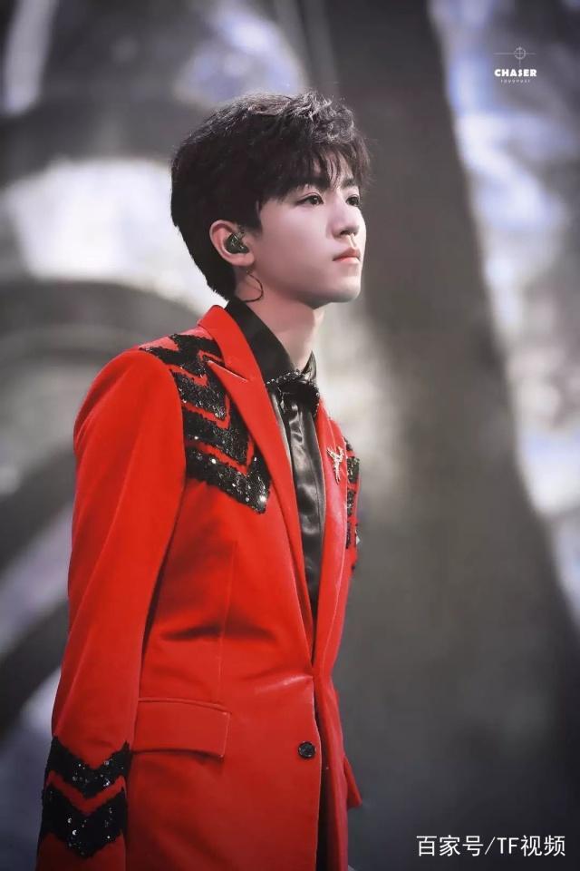 王俊凯获内地十大歌手称号,他的新歌更是得到