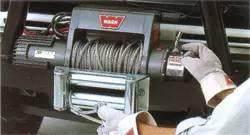 打开绞盘离合器后绳索因无张力而扭结