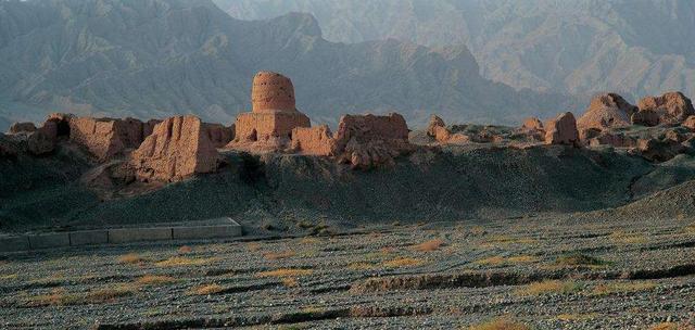 女儿国繁华不在 传说只剩下苏巴什古城遗址一片荒凉