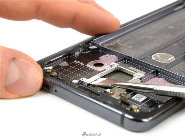 it 网站:iFixit拆解华为Mate 10 Pro:看看手机里藏着的秘密-U9SEO