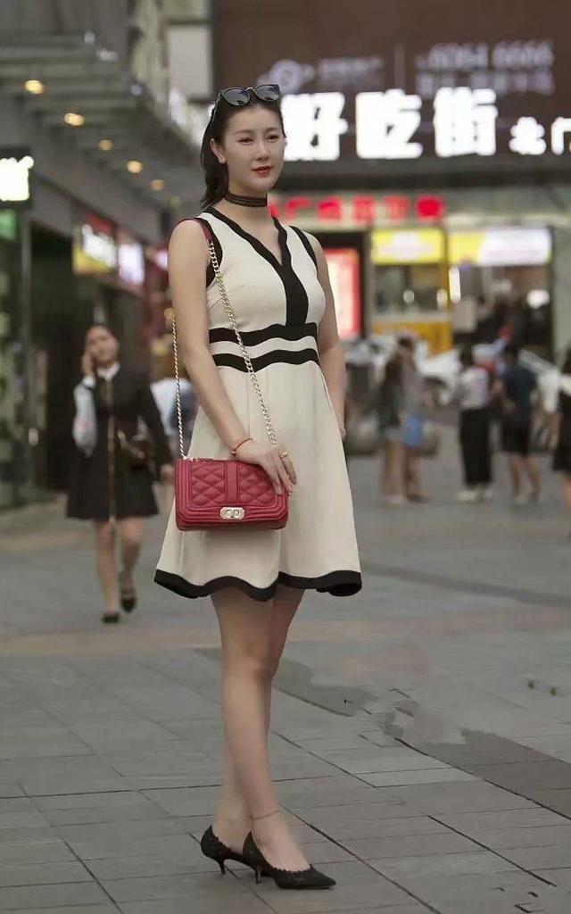 街拍:丰满的女人各有特色,图一算是最标准的了!