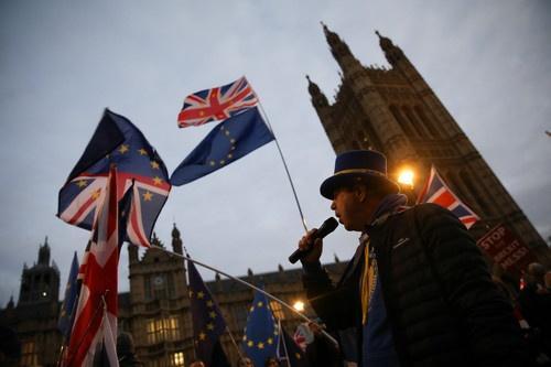 英首相推迟脱欧协议草案表决 欧盟警告不会就协议重新谈判