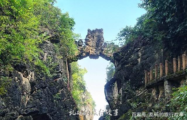 """贵州最奇特瀑布 宛如银链坠潭 被誉""""风刀水剑""""刻就的千古绝画!"""
