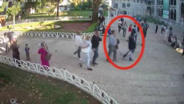 沙特籍记者哈苏吉被杀的当天,有特工伪装哈苏吉从沙特领事馆后门离开