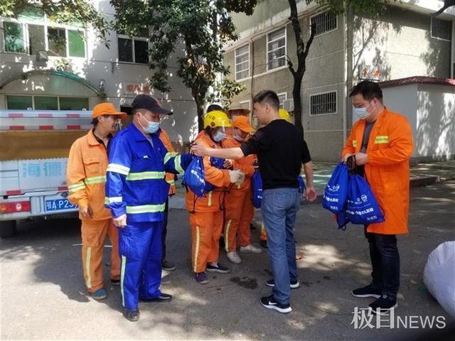 五一節前,300名漢陽環衛工人獲贈愛心防疫禮包