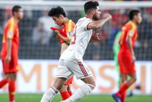 惨败出局!国足0-3伊朗 连续两届亚洲杯止步8强 后卫三次失误送礼