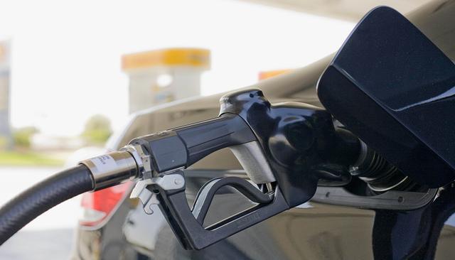 国内成品油价今天迎四年最大降幅_加满一箱92号汽油省20元