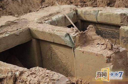 木乃伊也能夠復活,在棺材當中發現抓痕!