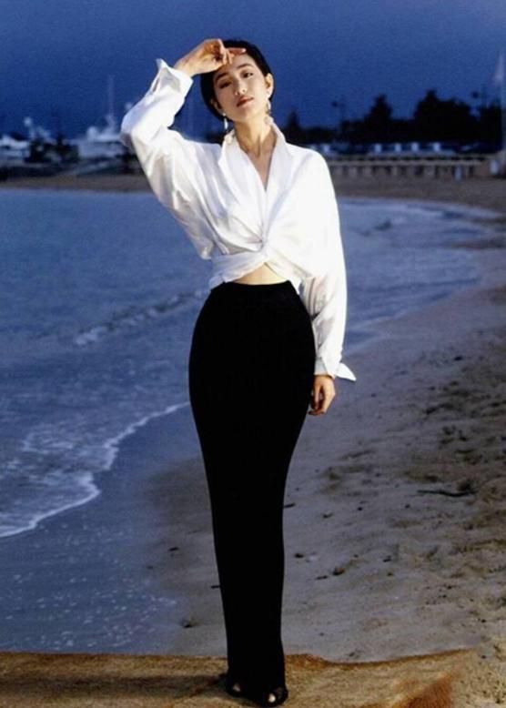 53歲鞏俐重現白襯衫經典造型,未修圖都驚艷!