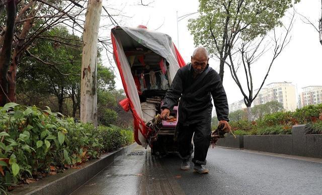 """老汉18个月跨五省,""""房车""""已面目全非:世界那么大,我想去看看"""