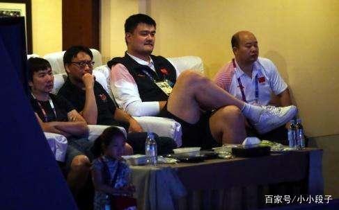 正在直播,姚明现场观看亚运会的LOL比赛,论游
