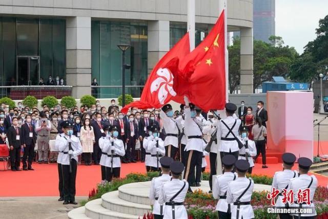 """中央駐港機構在港舉行""""七一""""升旗儀式"""
