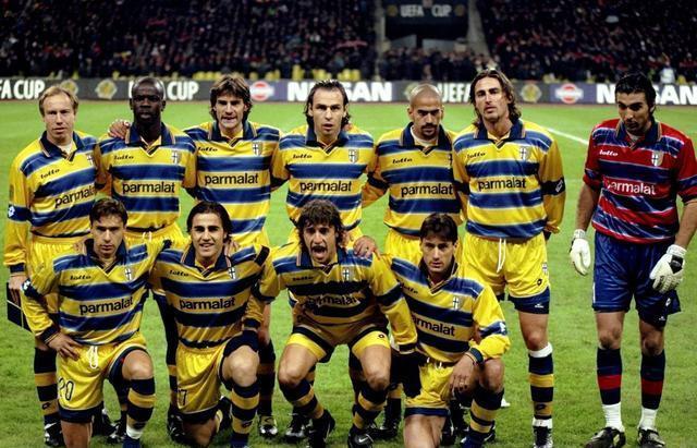 周四经典球衣回顾:1998\/99帕尔马主场球衣