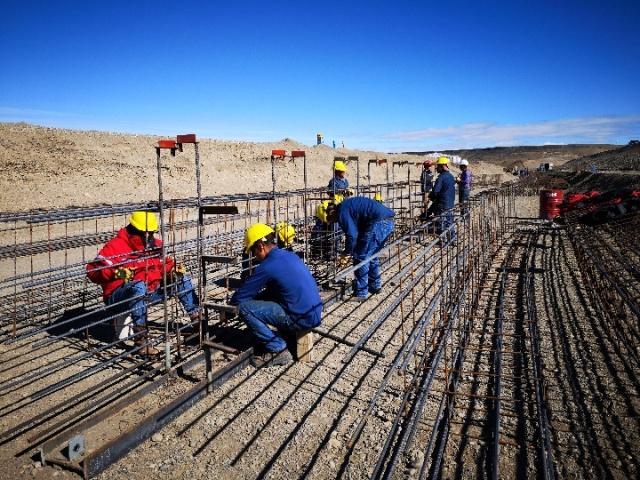 怀着思乡情奋斗:海外建设工地上的春节