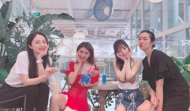 李小璐董璇与甘薇聚会,3个女人抱团?网友:同是