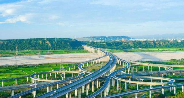 我国第一条高速公路:建成近40年,你知道是哪一
