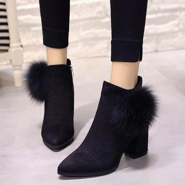今年很受欢迎的女鞋款式,简洁舒适又好穿,时尚百搭