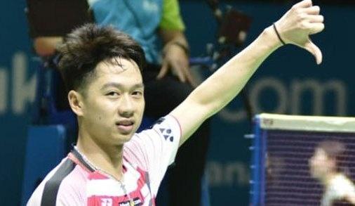 三岁打羽毛球,有三分之一华裔血统,不会说汉语,如今是世界第一