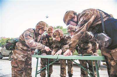 戰略支援部隊某部測繪應急保障分隊挺進演習場