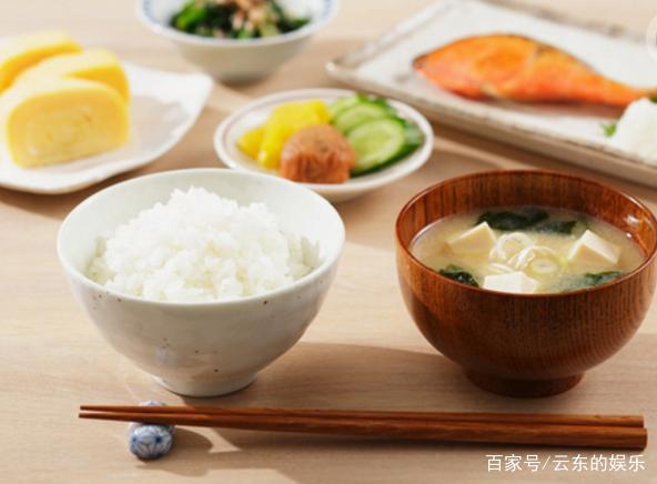 老外:中国人吃米、面为何不长胖?我还没开口,