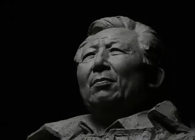 王盛烈铸铜人物肖像雕塑泥塑