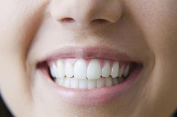 牙齿矫正靠谱吗?这三种方法,还你一口整齐牙齿