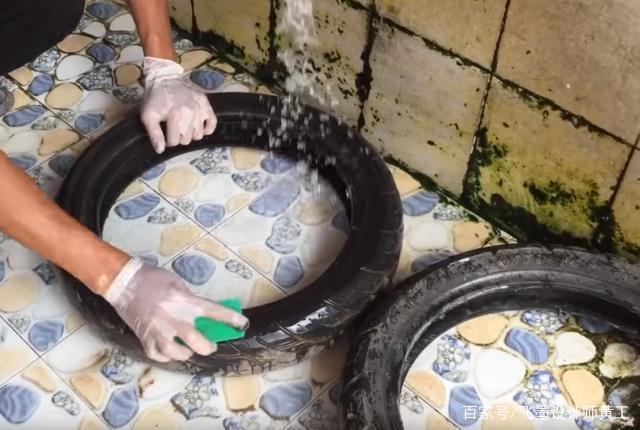 找来4个废旧小轮胎,用水泥砂浆浇个小花园,楼上邻居叫我再做个