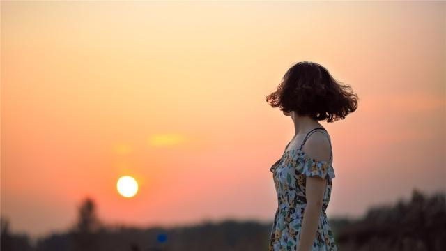 """真正活得高级的女人,往往很享受""""寂寞"""""""
