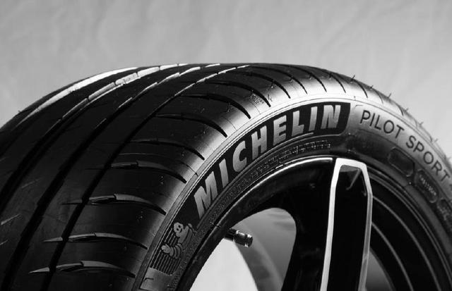米其林轮胎为什么是最好的轮胎?对比测试才知道贵有贵的道理!