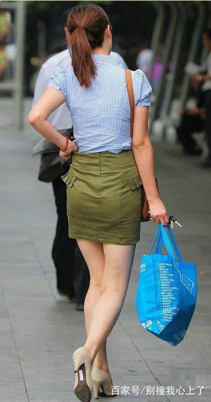 街拍:图二的超短裤美女,尽显傲人翘臀,又刷新了我对超短裤认识
