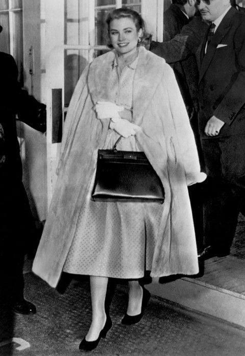 女包lv多少钱一个,CAPUCINES女包手袋LV中的时尚包