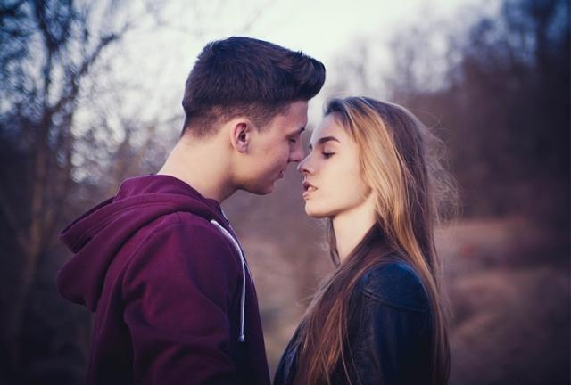 原始传奇 | 异性交往,女人接吻时为什么会咬你?一个过来人告诉你答案插图2